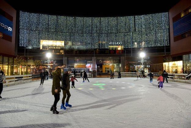 Można już korzystać z lodowiska w Millenium Hall - Aktualności Rzeszów