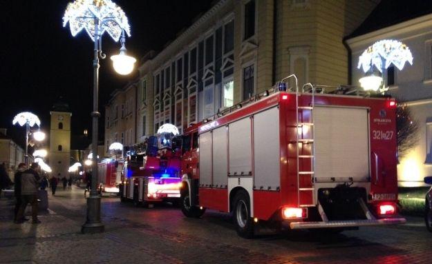 Wieczorna akcja strażaków na ul. 3 Maja - Aktualności Rzeszów