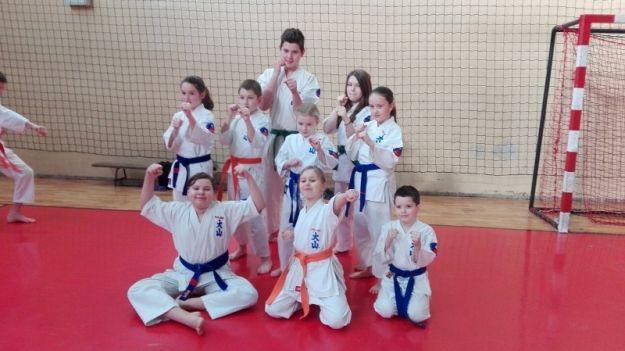 Młodzi karatecy z Rzeszowa zdobyli dwa złote puchary - Aktualności Rzeszów