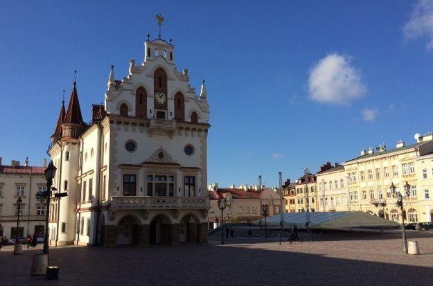 Trwa sesja rady miasta Rzeszowa. O czym dyskutują radni? - Aktualności Rzeszów