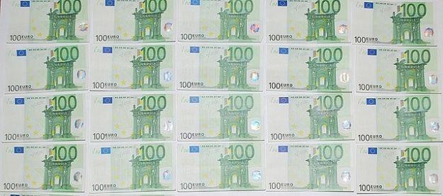 Płacił podrobionymi banknotami euro - Aktualności Podkarpacie