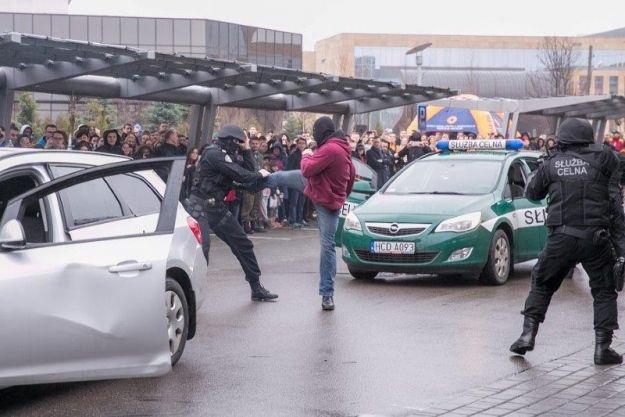 Wybuchy, ogień i atak na konwój z niebezpiecznym przestępcą   - Aktualności Rzeszów
