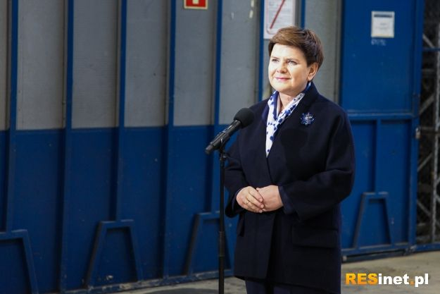 Będą produkować nowe autobusy i pojazdy dla wojska. Premier Beata Szydło w sanockim Autosanie - Aktualności Podkarpacie