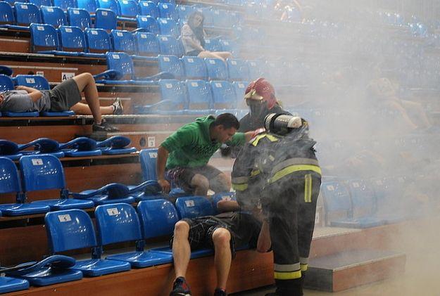 FOTO. Pożar w hali sportowej w Rzeszowie i wypadek busa z obcokrajowcami nielegalnie przekraczającymi granicę - Aktualności Rzeszów