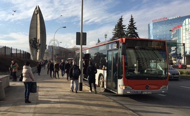 Rzeszowscy uczniowie mieli kursować autobusami za darmo. Pomysł zdjęty z porządku obrad - Aktualności Rzeszów
