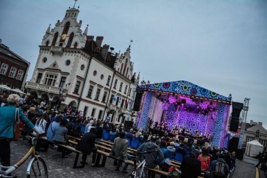 W piątek koncert główny Europejskiego Stadionu Kultury. Będą dodatkowe połączenia autobusowe - Aktualności Rzeszów