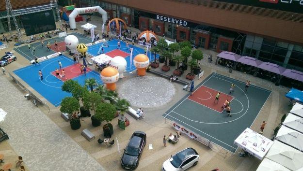 Na weekendzie kolejna impreza sportowa. Turniej koszykówki ulicznej na skwerze Millenium Hall - Aktualności Rzeszów