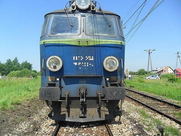 Kierujący lawetą wjechał pod pociąg - Aktualności Podkarpacie