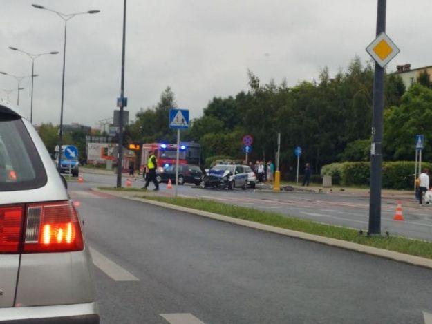 Poważny wypadek na al. Rejtana. Zderzenie radiowozu z volkswagenem. Duże utrudnienia - Aktualności Rzeszów