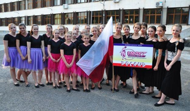 """Wielki sukces rzeszowskiego zespołu tanecznego. """"Impet"""" zdobył medale na festiwalu w Bułgarii - Aktualności Rzeszów"""
