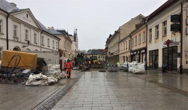 Ponad 100 pracowników na placu budowy przy ul. 3 Maja. Kiedy koniec? - Aktualności Rzeszów