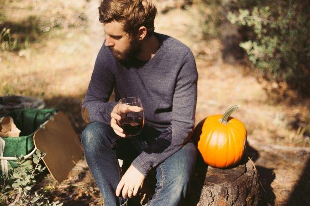Eleganckie męskie swetry – czym się charakteryzują? Krótki poradnik - Aktualności