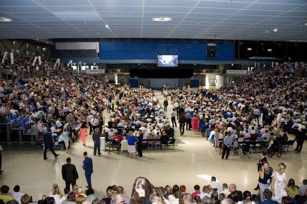 W Rzeszowie trwa Kongres Świadków Jehowy. Halę Podpromie odwiedzi ponad 4500 osób - Aktualności Rzeszów
