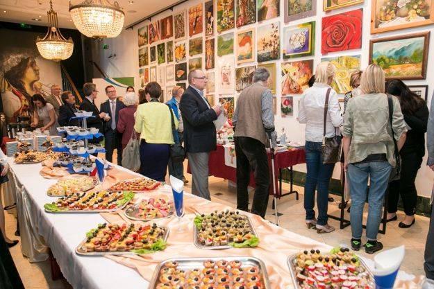Artyści przekazali ponad 200 prac na tegoroczną aukcje dla dzieci z Hospicjum - Aktualności Rzeszów