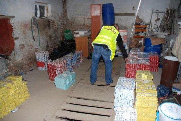 Ponad 18 tys. paczek papierosów z przemytu - Aktualności Podkarpacie