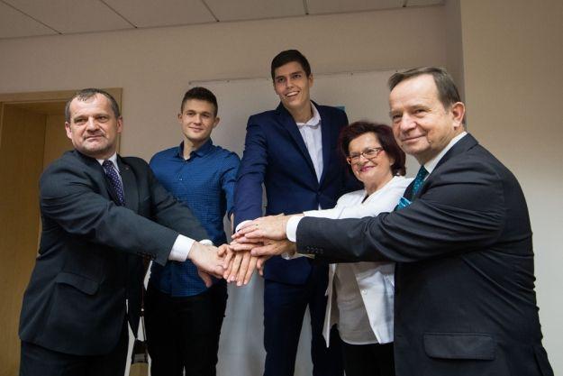 Nagrody dla pięciu siatkarzy z Podkarpacia - Aktualności Rzeszów