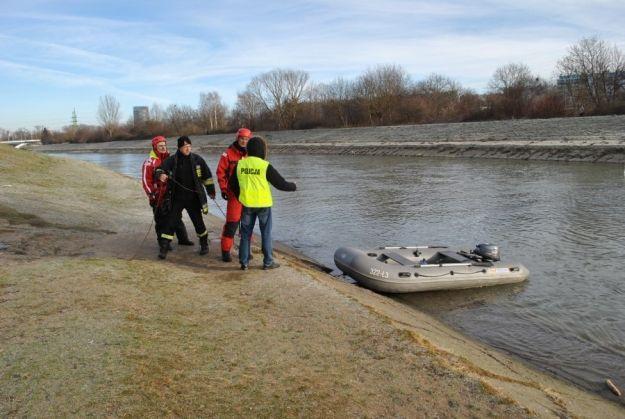 Policjanci i strażacy sprawdzali brzegi Wisłoka w poszukiwaniu zaginionej mieszkanki Rzeszowa - Aktualności Rzeszów