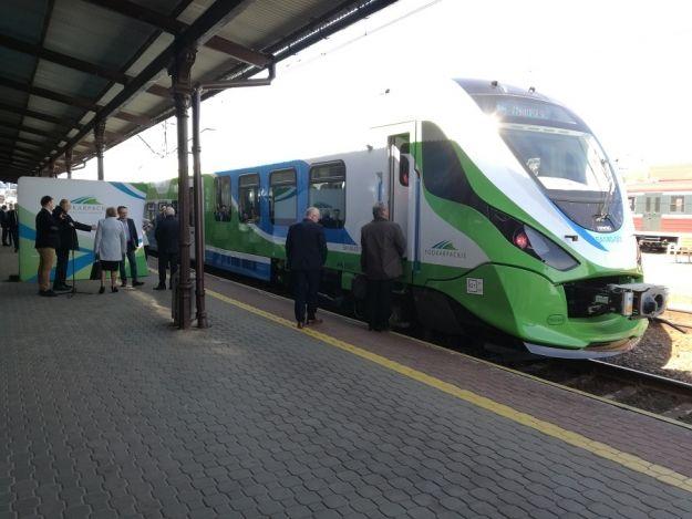 Dwa nowe pociągi o napędzie spalinowym zaczynają prace na Podkarpackich torach - Aktualności Rzeszów