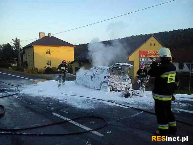 Samochód z 3 osobami stanął w płomieniach - Aktualności Podkarpacie