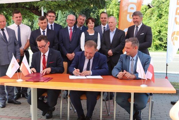 Podpisano umowę na budowę kolejnego odcinka Via Carpatia. Inwestycje za 333 mln zł zrealizuje Budimex  - Aktualności Podkarpacie