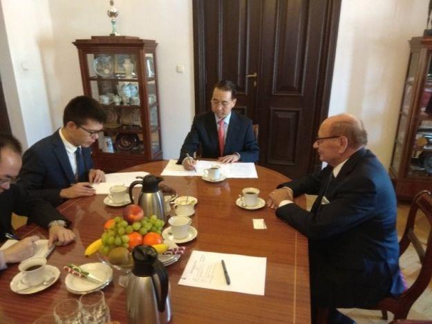 Ambasador Chin odwiedził Ratusz oraz spotkał się z wojewodą i marszałkiem. Rozmawiano m.in. o gospodarce - Aktualności Rzeszów