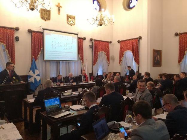 Rada Miasta Rzeszowa posiada nowy system do głosowania. W planach zakup tabletów dla radnych - Aktualności Rzeszów