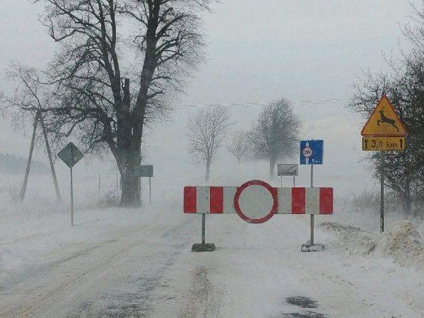 Droga na odcinku Nowy Żmigród – Gorlice zablokowana. Powodem trudne warunki atmosferyczne - Aktualności Podkarpacie