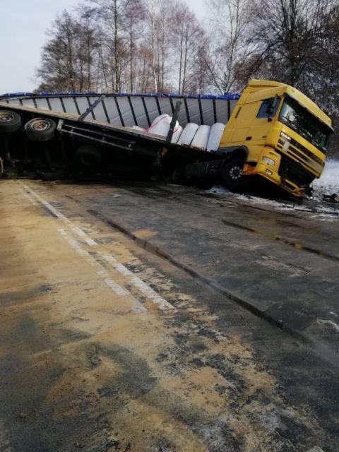 Tragiczny wypadek na DK 19. Nie żyją dwie osoby, dwoje dzieci rannych - Aktualności Podkarpacie