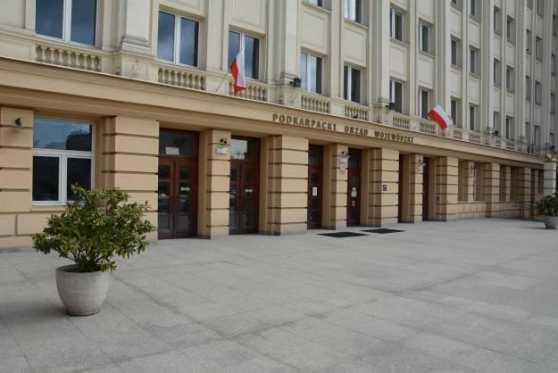 Alarm bombowy w Urzędzie Wojewódzkim w Rzeszowie. Ewakuowano ok. 500 osób - Aktualności Rzeszów