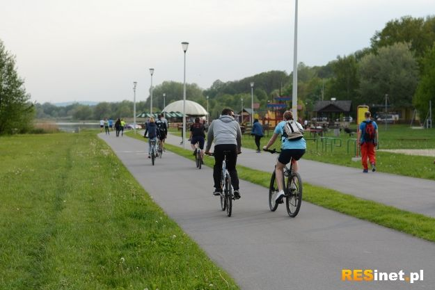 Poszerzony ciąg pieszo-rowerowy od Lisiej Góry do ul. Jarowej będzie gotowy do września br. - Aktualności Rzeszów
