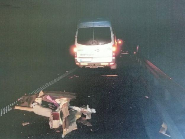 Na autostradzie A4 pasażerski mercedes uderzył w fotel wypoczynkowy - Aktualności Podkarpacie