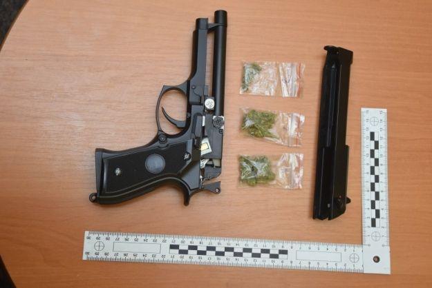 14-latek schował narkotyki w pistolecie na kulki i poszedł z nim do szkoły - Aktualności Podkarpacie