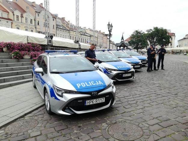 Komenda Miejska Policji w Rzeszowie ma cztery nowe hybrydy [FOTO] - Aktualności Rzeszów
