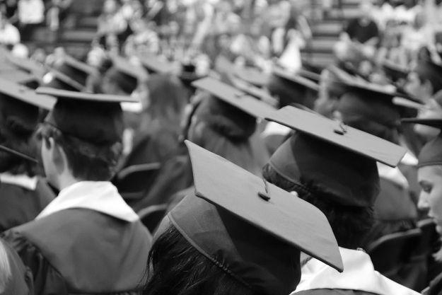 Jaka przyszłość czeka absolwentów publicznych uczelni w Rzeszowie? Najwięcej zarobimy po Politechnice Rzeszowskiej - Aktualności Rzeszów