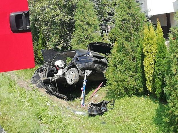 Samochód wypadł z drogi i dachował. Kierowca nie przeżył - Aktualności Podkarpacie