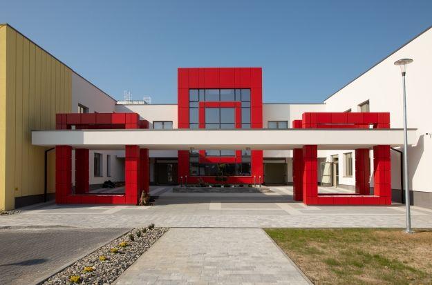 Poświęcono nową szkołę w Rzeszowie. Będzie się w niej uczyć ok. 840 uczniów [FOTO] - Aktualności Rzeszów
