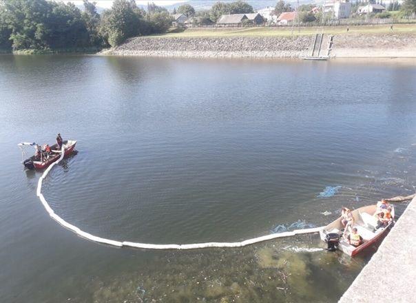 Zanieczyszczenie wody przepływającej przez zaporę w Sieniawie - Aktualności Podkarpacie