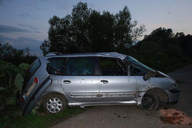 Pijany kierowca zakończył jazdę dachowaniem - Aktualności Podkarpacie