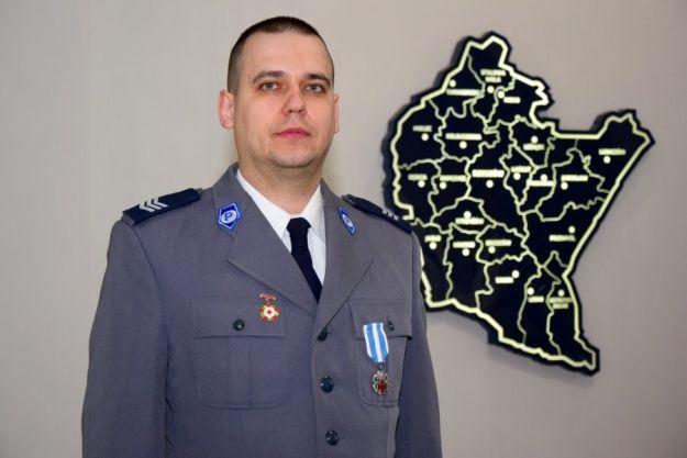 Policjant z Rzeszowa z ministerialnym orderem za oddawanie krwi - Aktualności Rzeszów