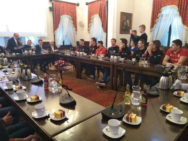Zawodnicy Asseco Resovii Rzeszów w ratuszu. Było o bezwzględnym wsparciu i motywacji - Aktualności Rzeszów
