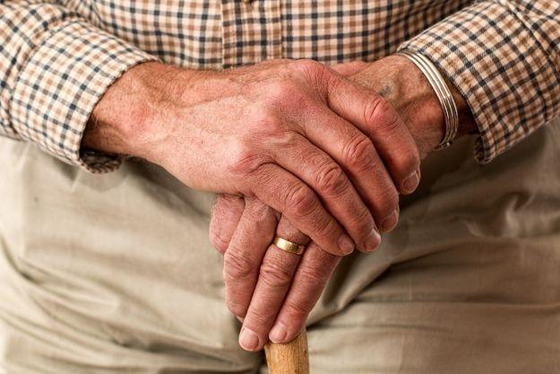 Urzędnicy zrobią zakupy dla osób starszych i samotnych objętych kwarantanną  - Aktualności Rzeszów
