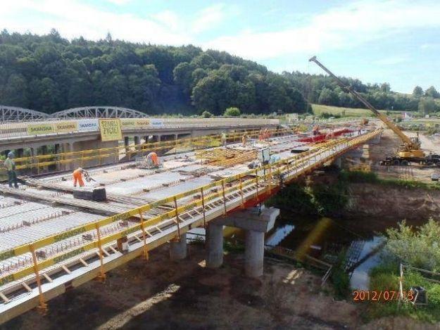 Budowa 100-metrowego mostu w Nowej Wsi Czudeckiej na półmetku  - Aktualności Podkarpacie