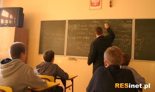 812 nauczycieli zostanie zwolnionych. 2678 straci godziny - Aktualności Podkarpacie