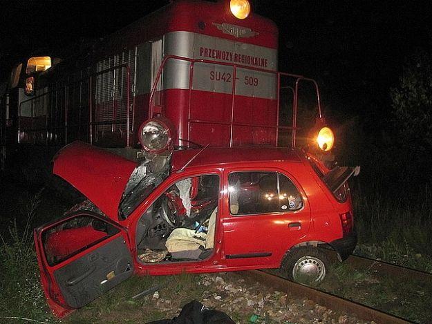 Samochód wjechał pod pociąg. Kierowca nie żyje - Aktualności Podkarpacie