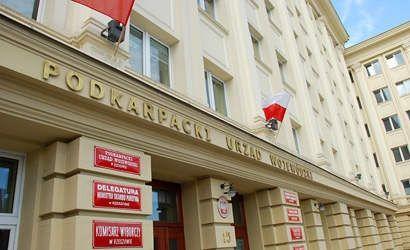Pikieta pielęgniarek pod Urzędem Wojewódzkim - Aktualności Rzeszów