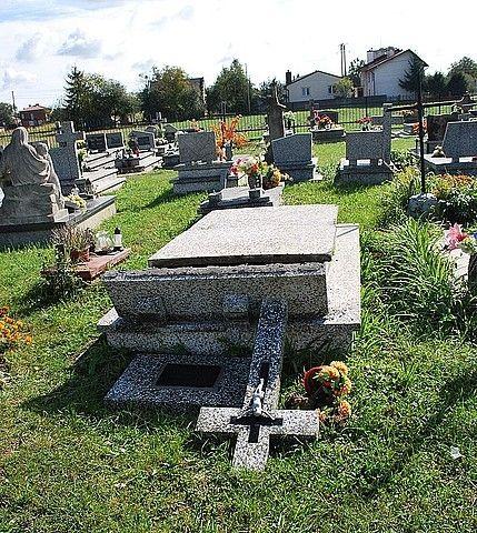 Cmentarni wandale zniszczyli nagrobki w Turbii - Aktualności Podkarpacie