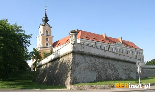 Ewakuacja w Zamku Lubomirskich - telefon o bombie - Aktualności Rzeszów