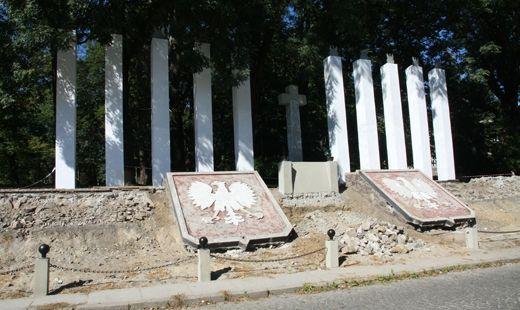 Remont pomnika 10 rąk - Aktualności Rzeszów