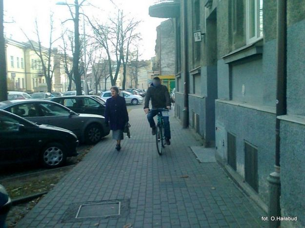 Ile wolno rowerzyście na chodniku?  - Aktualności Rzeszów