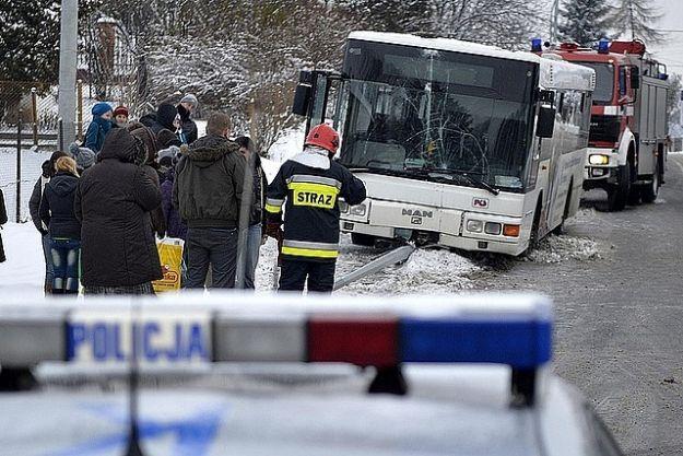 Autobus uderzył w latarnię - Aktualności Podkarpacie